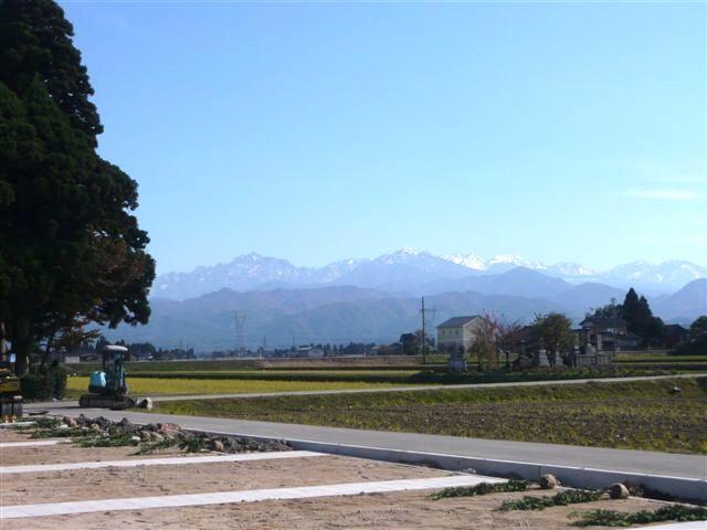 富山墓苑からの立山