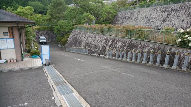 高槻霊園−基本-入口からのメイン通路
