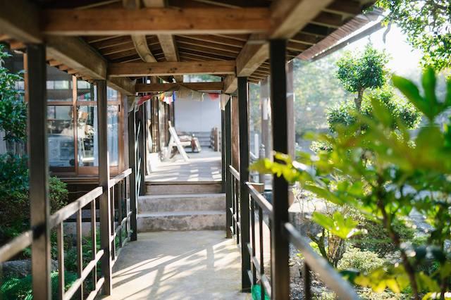 光澤寺納骨堂−基本−渡り廊下