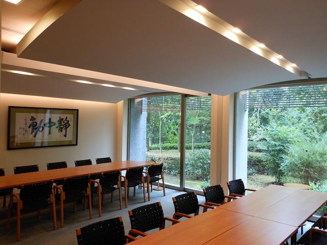 東京多摩霊園−会食室