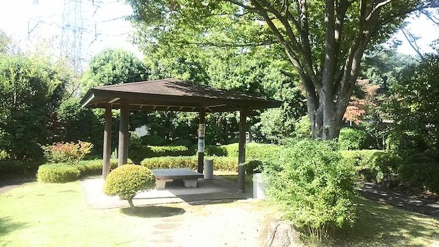東京多摩霊園−東屋