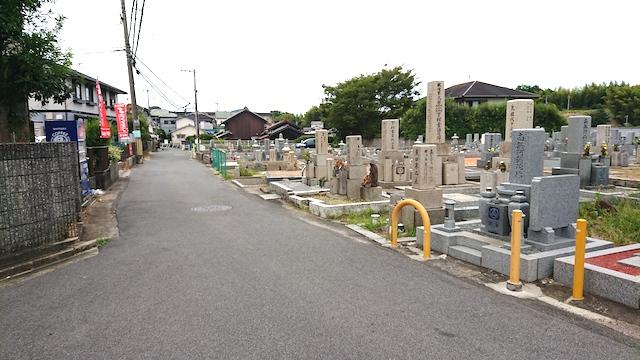 穴虫二上共同墓地−霊園前道路1