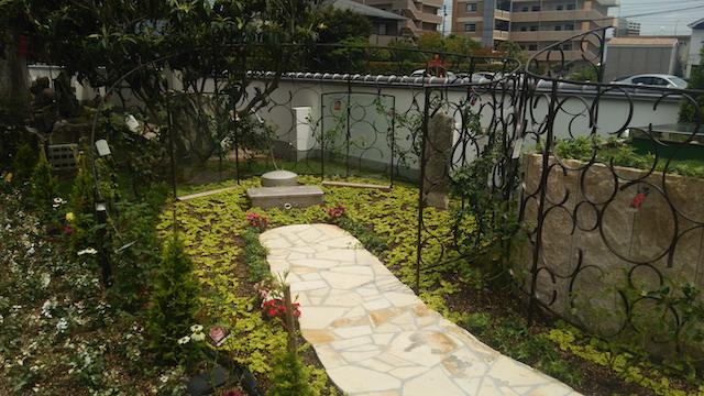集合墓「女性たちの碑」