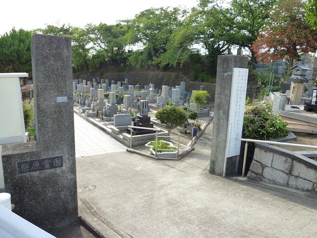 櫻井谷墓地