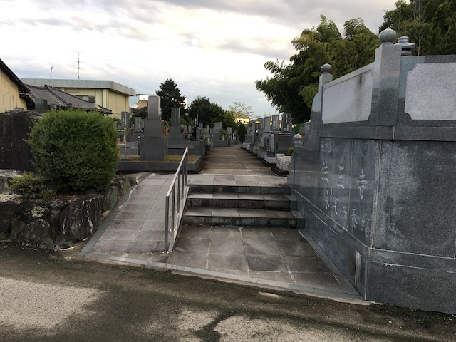 法王寺墓苑03