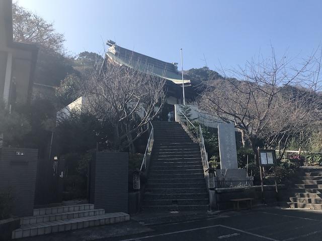 大泉寺墓地−本堂入口