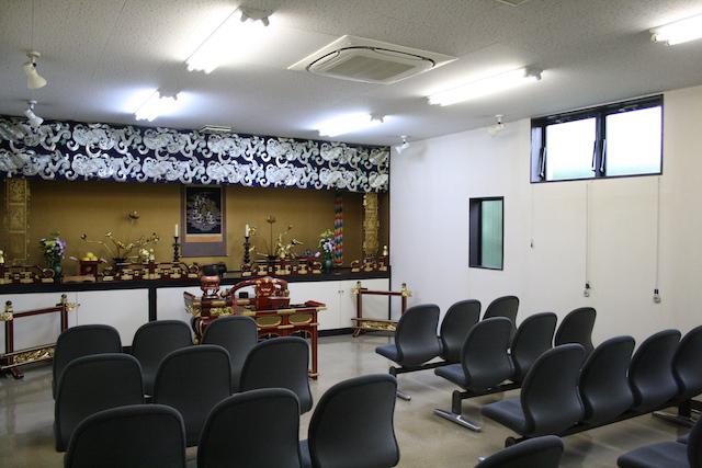 入間霊園−法要施設内部
