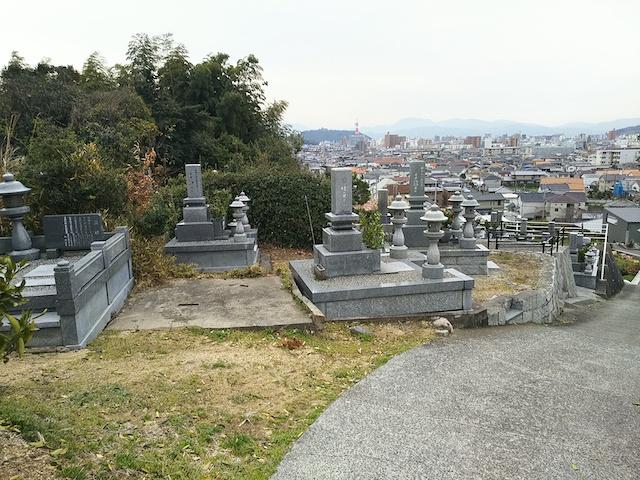 松山市営 谷墓地02