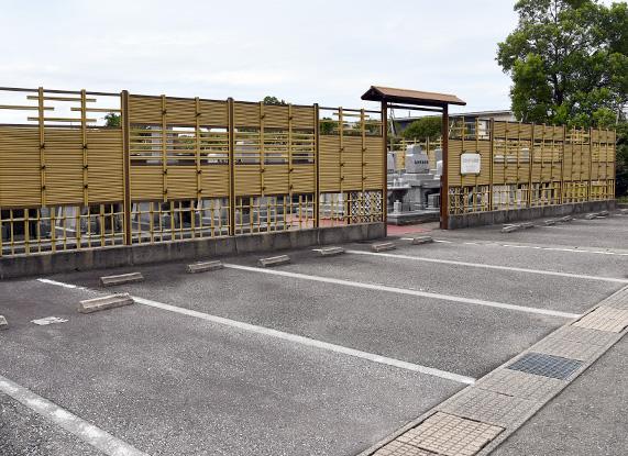 樹木葬・納骨壇「桜樹の杜」(高岡市)_駐車場